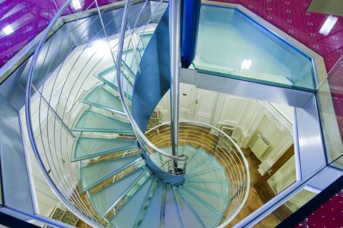 L'escalier en plexiglass