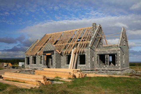 Les maisons traditionnelles : parpaing et briques